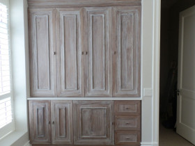 traci-arens-built-in-cupboards-antique-finish