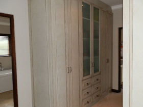 traci-arens-built-in-cupboards-wardrobe-1