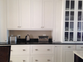 traci-arens-kitchen-white-black